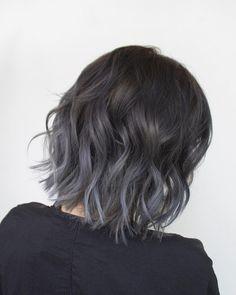 No photo description available. Cabelo Ombre Hair, Grey Ombre Hair, Purple Hair, Balayage Hair, Blue Grey Hair, Hair Dye Colors, Hair Color, Pelo Guay, Medium Hair Styles