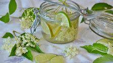 Pripravte si zdravý bylinkový alebo ovocný sirup