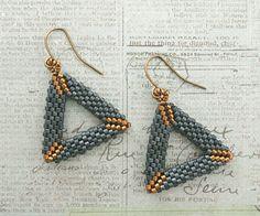 Linda's Crafty Inspirations: 3D Peyote Triangle Earrings - Matte Blue Grey