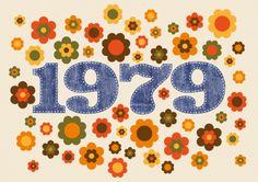 Coole Einladungskarte mit typischen Seventies-Blumen und Zahl 1979 in Jeanslook #Zahlen #1979 #ZahlenGeburtstag #witzigeZahlen #Geburtstagszahlen #EinladungGeburtstag.de