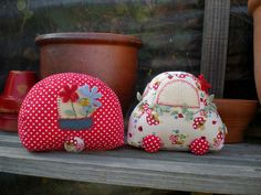 car and caravan pin cushions Sewing Toys, Sewing Crafts, Sewing Projects, Stuffed Animals, Stuffed Toy, Vintage Camper, Love Sewing, Softies, Pin Cushions