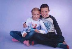 Mijn kinderen, mijn allesjes. Jane (7 jaar) en Max (10 jaar). Foto van de schoolfotograaf. September 2015.