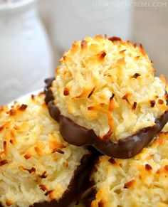These are the EASIEST Coconut Macaroons you'll ever make! Only 5 simple ingredients you probably have on hand produces the chewiest, sweetest cookies! Cookie Recipes, Dessert Recipes, Easy Desserts, Coconut Macaroons, Coconut Desserts, Coconut Cookies, Shortbread Cookies, Macaroon Recipes, Sandwich Cookies