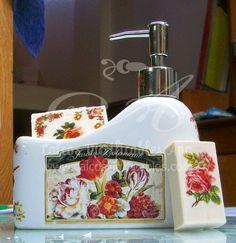 Calcos vitrificables full color de las planchas Vintage Baño y Victorianas sobre dispenser de baño y jabones.