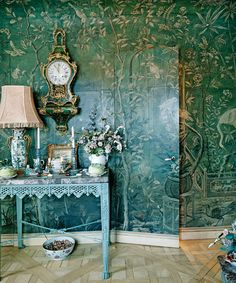 "thefoodogatemyhomework: ""From the insane and amazing mind of maximalist-to-themax, Howard Slatkin. For real though, all I want in my life is hand-painted papered jib door. De Gournay Wallpaper, Chinoiserie Wallpaper, Chinoiserie Chic, Of Wallpaper, Wallpaper Ideas, New York Bedroom, Elegant Dining Room, Green Rooms, Wall Treatments"