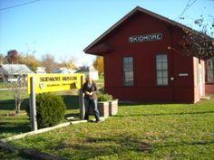 Old train deport, Skidmore, Mo