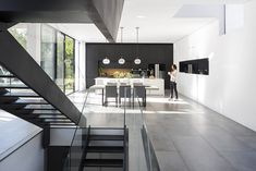 Simple Modern House with an Amazing Floating Stairs - Architecture Beast U Shaped Staircase, Wood Staircase, Glass Stairs, Floating Stairs, Black And White Stairs, Stair Gallery, Open Concept Floor Plans, Relax, Stairs Architecture