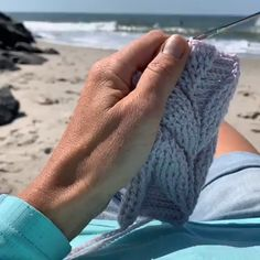 Another episode of beach crocheting Sound warning: it's super-windy! Embossed crochet swatching with Scheepjes Metropolis yarn. Beach Crochet, Love Crochet, Knit Crochet, Crochet Leaf Patterns, Crochet Designs, Crochet Basket Pattern, Crochet Bag Tutorials, Crochet Videos, Crochet Hooded Scarf