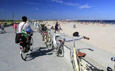 Med sine 4,6 km badestrand langs Øresund, er Amager i besiddelse af Københavns største strand. På Amager kan du også ride på hesteryg gennem...