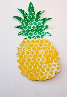 Bubble Wrap Printed Fruit & Veg - Im Spielzimmer - Luftpolsterfolie Ananas Imprimé Früchte handwerklich - Kids Crafts, Summer Crafts, Toddler Crafts, Arts And Crafts, Different Fruits And Vegetables, Fruit And Veg, Diy With Kids, Art For Kids, Bubble Wrap Crafts
