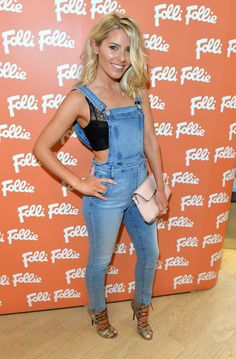 Mollie King attended a London Folli Follie event dressed in a gorgeous set of light denim dungarees. Casual Dress Outfits, Summer Dress Outfits, Boho Outfits, Mollie King, Denim Dungarees, Dungarees Outfits, King Fashion, Event Dresses, Alexa Chung