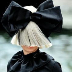 Love the bow! #sia
