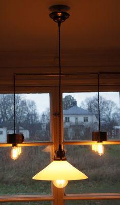 Vit skomakarlampa via Vintage Lighting. Click on the image to see more!