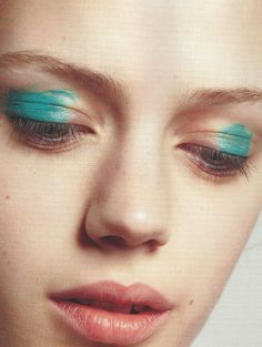 Maquillage bleu turquoise. Esther Heesch for i-D Magazine