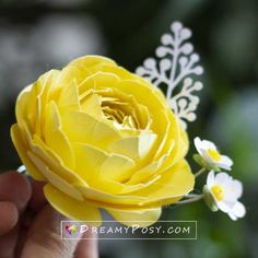 Here is the full written and video tutorial to show you step by step to make paper Ranunculus from cardstock with template. Crepe Paper Flowers Tutorial, Paper Flowers Diy, Flower Crafts, Little Flowers, Real Flowers, Painting Canvas Crafts, Crepe Paper Crafts, Birthday Gifts For Teens, Teen Birthday
