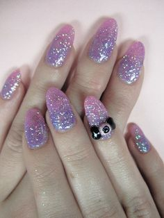 They're too long, but pastel ombré glitter with little eyes & bows is an ADORABLE idea for a creepicute manicure.