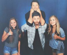 bless this photo another best moment of our lives (ps Misha is on top for a reason) we'll never forget this moment comment Castiel, Misha Supernatural, Jensen Ackles Jared Padalecki, Jensen And Misha, Mark Sheppard, Sam Winchester, Misha Collins, Cockles, Say Hi