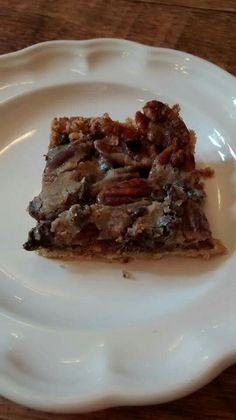 THM Turtle Pecan Bars  Crust: 1/2 cup soft butter 1 1/2 cups ground oats 2 T sweetener ¾cup pecan halves 3/4 cup SF Chocolate chips  Caramel Layer: 1/2 cup butter 6 T sweetener 1/3 cup cream 2 t vanilla 1/2 t salt  Line an 11 x 8 pan with foil, spray with cooking spray. Mix crust with a pastry blender, till butter is incorporated. Pat into pan, Sprinkle with pecans and chocolate chips. Caramel Layer: In a small saucepan melt butter, sweetener, and cream.  Bring to a boil and boil for half a…