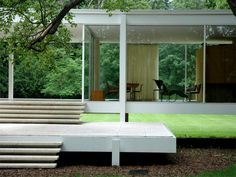 Casa Farnsworth, è forse il più famoso progetto dell'architetto  Ludwig Mies van der Rohe, costruita tra il 1945 ed il 1951 a Plano, a...
