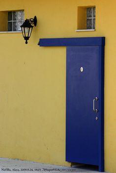 El tiempo corre como corre la puerta sobre el color.