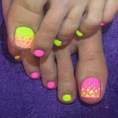 Cool summer pedicure nail art ideas 46