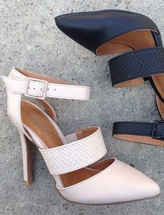 The perfect multi-use heel! Dress it up or down, it will always make your outfit look amazing!