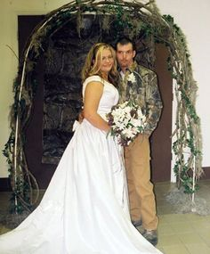 Weirdest Wedding Ceremonies The wedding day should be all about the groom and bride feeling good on their special day. These couples surely had fun at their weddings, cause they had the weirdest weddings. Wedding Fail, Crazy Wedding, Wedding Humor, Wedding Trends, Wedding Pictures, Dream Wedding, Wedding Stuff, Wedding Ideas, White Trash Wedding