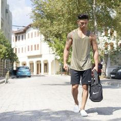 30 Summer Street Outfit Ideas for Men [with Images] Sporty Outfits, Sporty Style, Sporty Fashion, Gym Style, Summer Outfits, Gym Fashion, Gym Outfits, Fashion Guide, Style Fashion