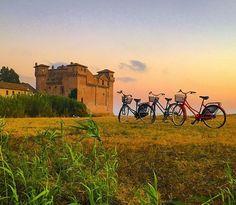 ❤️🌅🚴 • • • • • #SantaSevera#SantaMarinella#Castello#Castle#Bici#Bikes#Bikers#Italy#Italia#travel#tourism#enjoy#visititaly#ilikeitaly#italygram#paesaggi#paesaggio#landscape#vivoitalia#yallerslazio#mare#sea#beach#spiaggia#tramonto#tramonti#sunset