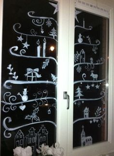 Windowpainting Christmas tree Nifty idea for glass doors Winter Christmas, Christmas Home, Christmas Window Decorations, Chalk Markers, Theme Noel, Window Art, Christmas Inspiration, Christmas Crafts, Glass Doors