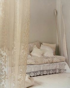 calming & soothing room. ideas for a place to unwind.