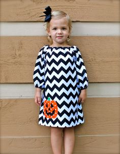 GREAT FOR FALL toddler-girls long sleeve brown chevron dress with orange pumpkin applique- so making this Toddler Girl Halloween, Toddler Girls, Halloween Dresses For Kids, Niñas Carters Baby, Little Girl Dresses, Girls Dresses, Fall Dresses, Peasant Dress Patterns, Peasant Dresses