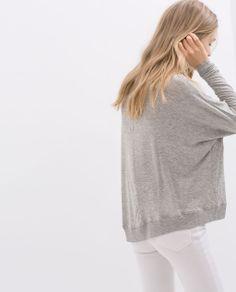 Minimal + Classic: boxy grey top, white jeans
