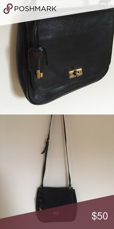 Fossil Purse Black leather purse. fossil. pockets on inside Fossil Bags Crossbody Bags
