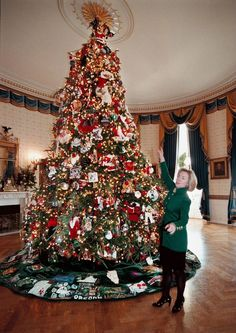 celebrity homes christmas at white house through the years celebrityhomes celebritynews celebrityhouses whitehouse christmas christmasdeco - Celebrities Christmas Decorated Homes