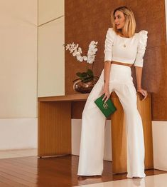 Palazzo Pants Outfit For Work. 14 Budget Palazzo Pant Outfits for Work You Should Try. Palazzo pants for fall casual and boho print. White Outfits, Classy Outfits, Trendy Outfits, Fashion Mode, Look Fashion, Fashion Design, Mode Outfits, Office Outfits, Professional Outfits
