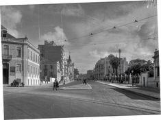 Avenida de Fontes Pereira de Mello, Lisboa (J. Benoliel, anos 50) Lisbon Portugal, Back In The Day, Street View, Buildings, Photography, Travel, City Photography, 1950s, Designer Fonts