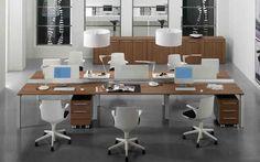 """""""ENTITY"""": Attuale nei concetti fondamentali del lavoro in ufficio, estremamente funzionale nelle postazioni di lavoro condivise. Gli elementi aggregabili di Entity creano composizioni base di forte rigore funzionale riducendo i componenti, semplificando le forme e la logica compositiva. Forme ergonomiche ed economia di spazio generano le grandi composizioni condivise."""