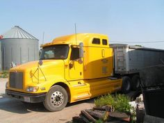 2005 International 9400IH -Great condition. Runs strong. Pulls excellent. 450IST Cummins. 10 speed transmission. 11R22.5 90%strs/30%drives.. New complete A/C, new air compressor, overhead and timing reset in last year. After market brighter headlights.  - See more at: http://www.heavyequipmentregistry.com/heavy-equipment/11261.htm