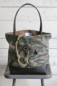1950's era Camp Camo & Leather Carryall - FORESTBOUND