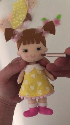 Felt Crafts Diy, Diy Crafts For Gifts, Doll Crafts, Diy Doll, Felt Doll Patterns, Fabric Doll Pattern, Fabric Dolls, Homemade Dolls, Felt Christmas Ornaments