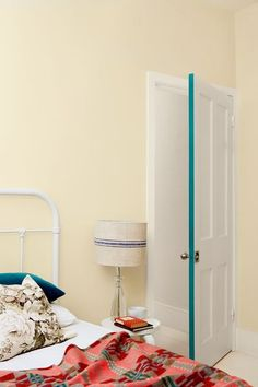 Pop some color in your room by painting the edge of the door. Colorful Interior Design, Interior Design Inspiration, Colorful Interiors, Kitchen Inspiration, Home Room Design, House Design, Small Room Bedroom, Internal Doors, Painted Doors