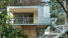 Baumhaus Urban Treehouse in Zehlendorf Berlin Two Trees, Berlin, Urban, Places, Outdoor Decor, Design, House, Lugares