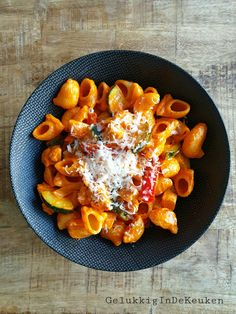 Pasta in geroosterde paprika-mascarponesaus | GelukkigInDeKeuken Penne Pasta, Foodies, Healthy Recipes, Healthy Food, Pizza, Lunch, Dinner, Cooking, Dessert