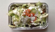 PBP Kapsalon  Ingrediënten 200 gram zoete aardappel 150 gram kippendijen 1 plak Milner jonge kaas 10 gram ijsbergsla 1 tomaat 1/3 komkommer Theelepeltje kokosvet Snufje paprikapoeder  Sausje 50 gram magere yoghurt Snufje peper en zout Snufje knoflookpoeder  Voedingswaarden 656 kcal 72,8 koolhydraten 45,2 eiwitten 19,1 gram vetten 8,7 gram vezels