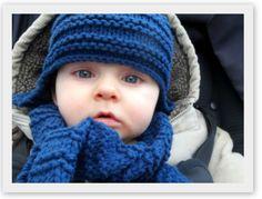 : J'aime les petits bonnets + tuto inside – Wonderland… Finger Knitting, Hand Knitting, Tricot Baby, Knitted Hats, Crochet Hats, Bonnet Crochet, Yarn Inspiration, Woven Wrap, Crochet For Boys