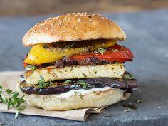 Sei ein Hochstapler! Halloumi-Burger mit Grillgemüse