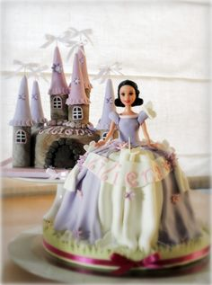 Butterfly Princess And Her Enchanted Castle Two MAGICAL CAKES for a SWEET little girl. A butterfly princess and her enchanted castle. Pretty Cakes, Beautiful Cakes, Amazing Cakes, Eggless Chocolate Cake, Barbie Cake, Fairy Cakes, Dress Cake, Just Cakes, Enchanted Castle