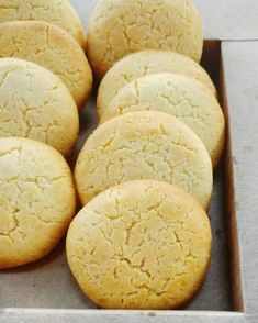 milk cookies Easy peasy cookies made with condensed milk- crisp on the edges and chewy in the centre !Easy peasy cookies made with condensed milk- crisp on the edges and chewy in the centre ! Condensed Milk Cookies, Sweet Condensed Milk, Condensed Milk Desserts, Condensed Milk Biscuits, Recipes Using Condensed Milk, Indian Cookies, Ma Baker, Quick Cookies, Making Cookies