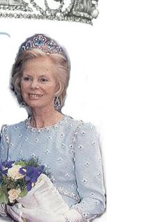 The Duchess of Kent has worn the 1908 Fouquet aquamarine, diamond, and pearl tiara, but it is not certain if the piece is owned by the Kent family.